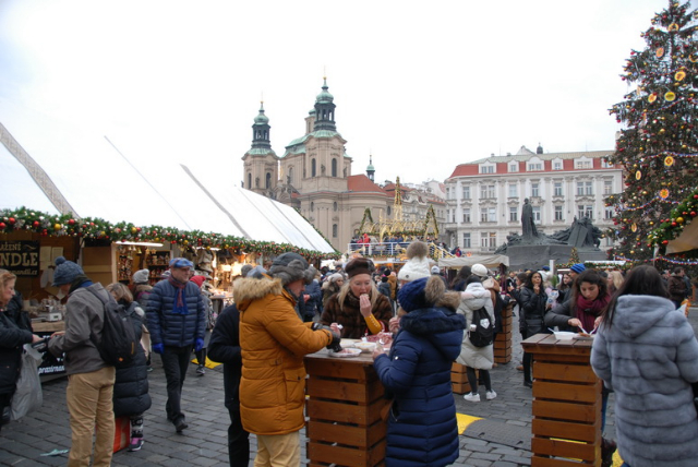 ChristmasMarketPrague0223